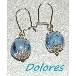 Srebrne kolczyki z błękitną kulką ze szkła weneckiego