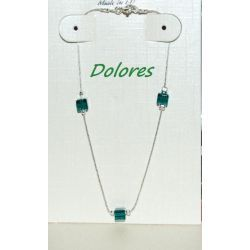 Srebrna bransoletka z kryształkami SV (kostka 4 mm zielony butelkowy). Wisiorki