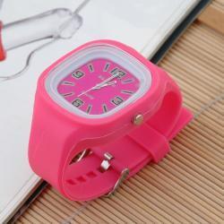Zegarek gumowy świecący fuksja
