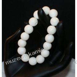 Piękna bransoletka z białego korala na gumce