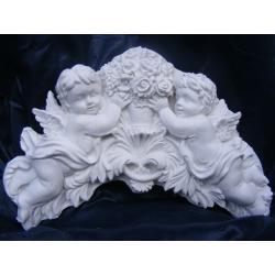 Płaskorzeżba,relief,aniołki z bukietem róż