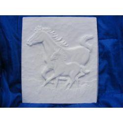Konie w galopie płaskorzezba Akcesoria