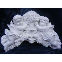 Relief,aniołki z bukietem róż