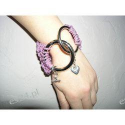 Bransoletka robiona na drutach w kolorze jasnego różu