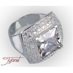 Królewski pierścień  z cyrkonią firmy Tyfanit