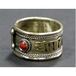 Obrączka z mantrą i czerwonym koralikiem ! NEPAL