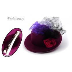 Spinka-broszka kapelusik kolor fioletowy