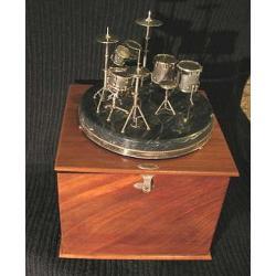 Perkusja w szkatule drewnianej, prezent dla muzyka