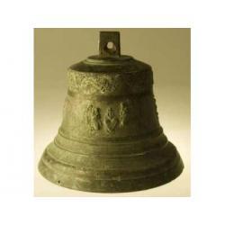 Duży dzwon XVII w z aplikacjami - obiekt muzealny