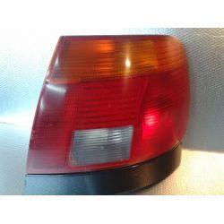 AUDI A4 sedan lampa prawa tylna z listwą pod lampą oryginał