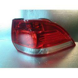VW Golf V Variant lampa tylna prawa wyszczerbiona