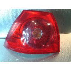 VW GOLF V lampa lewa tylna uchwyty całe, klosz pęknięty u dołu