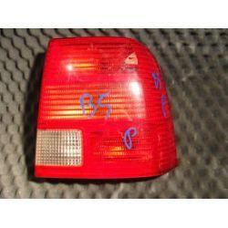 VW Passat B5 sedan lampa tylna prawa dziurka w kloszu uchwyty całe