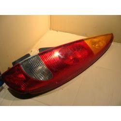 Nissan Almera Tino lampa tylna prawa wyszczerbiona z narożników