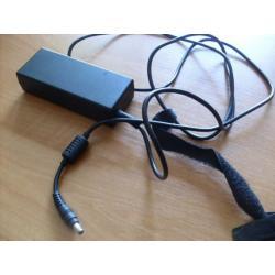 zasilacz  od laptopa samsung R700