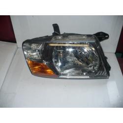 Mitsubishi Pajero  PRAWY reflektor  STAN BDB