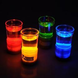 Świecące szklane kieliszki...