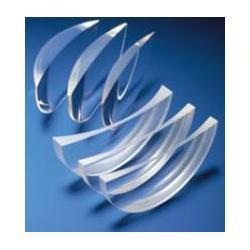 Szkła plastikowe, asferyczne indeks 1.56 (20% cieńsze). Obustronnie utwardzone z wielowarstwową powłoką antyrefleksyjną oraz warstwą hydrofobową, która zmniejsza efekt parowania soczewek. Oprawki