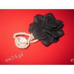 Broszka czarna róża