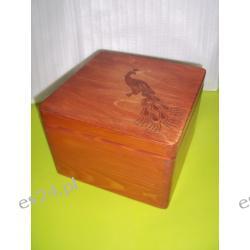 Szkatułka drewniana z pawiem