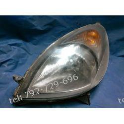 Toyota Yaris I Verso lewa lampa przód, uszkodzone dolne ucho