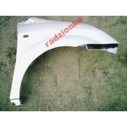 Błotnik przedni prawy Toyota Corolla Verso 04-06