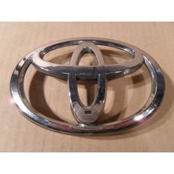 Znaczek atrapy Toyota Avensis 2003-...