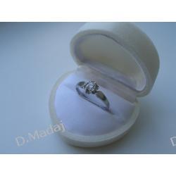 Pirścionek z białego złota z diamentem 0,23ct F/SI1 na zaręczyny lub prezent