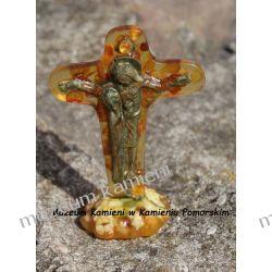 Krzyż - rzeźba z bursztynu zatopionego w żywicy FBUR15