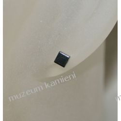 Hematyt kolczyki w srebrze maleńkie kosteczki dł. 0,5 cm KWK023 Biżuteria i Zegarki