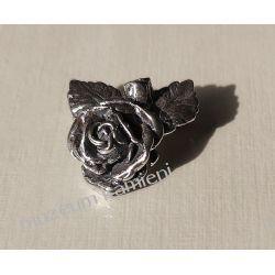 Piękna broszka ze srebra - róża Broszki