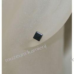 Hematyt kolczyki w srebrze maleńkie kosteczki dł. 0,5 cm KWK023 Biżuteria dla Pań