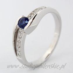 Złoty pierścionek z szafirem 0,22 do 0,25 ct i brylantami 0,06 ct PK0108MK