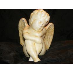 Siedzący i drzemiący anioł Figurki
