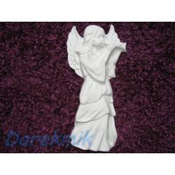 Anioł z trabką Figurki i rzeźby