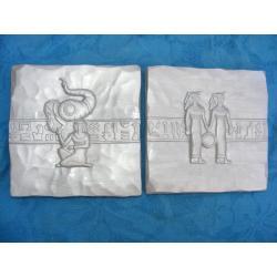 Płaskorzeżby egipskie srebrne Figurki