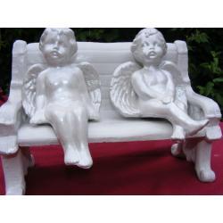 Aniołki siedzące na ławce Figurki