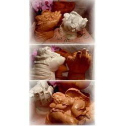 Anioł leżący na ręce Figurki