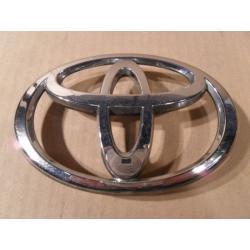 Znaczek atrapy Toyota Avensis 2003-