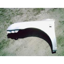 Błotnik przedni lewy Toyota Avensis 2003-2005