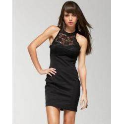 Klasyczna mini czarna sukienka z koronkowym dekoltem