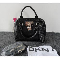 Skórzana czarna mini torebka DKNY