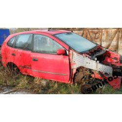 Szyba prawa tył Na części Nissan Almera Tino 2001-