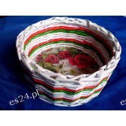Kolorowy koszyk z papierowej wikliny