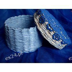Błękitny kosz z papierowej wikliny
