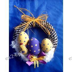 Wielkanocny wieniec z pisankami