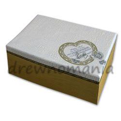 drewniane pudełko z motywem gołąbków i serca