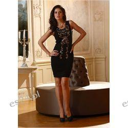 Elegancka sukienka zdobiona z przodu aplikacją z koralików