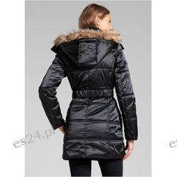 Płaszcz Płaszcz puchowy z paskiem w talii. Zapinany na zamek i plisę z napami