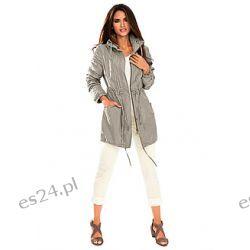 Kurtka Z lekkiej letniej tkaniny, zapewniającej komfort noszenia. Wiele ozdobnych detali...